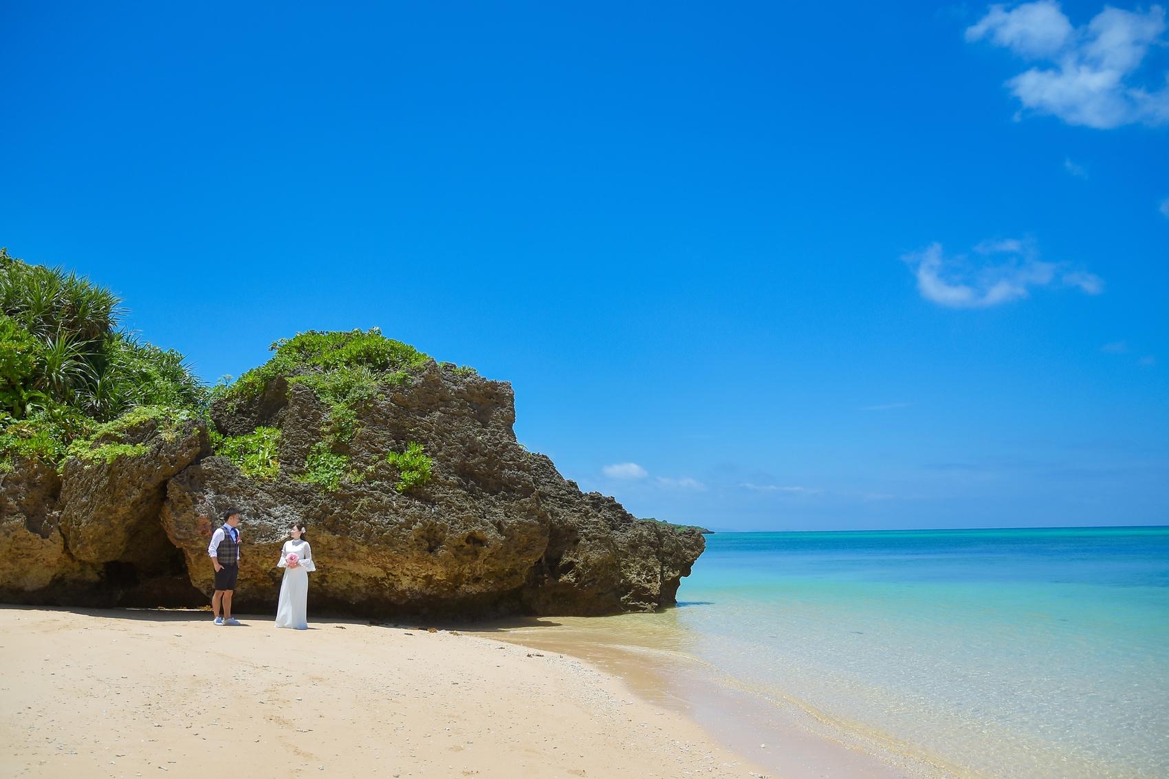 平久保ビーチのサンゴの岩場