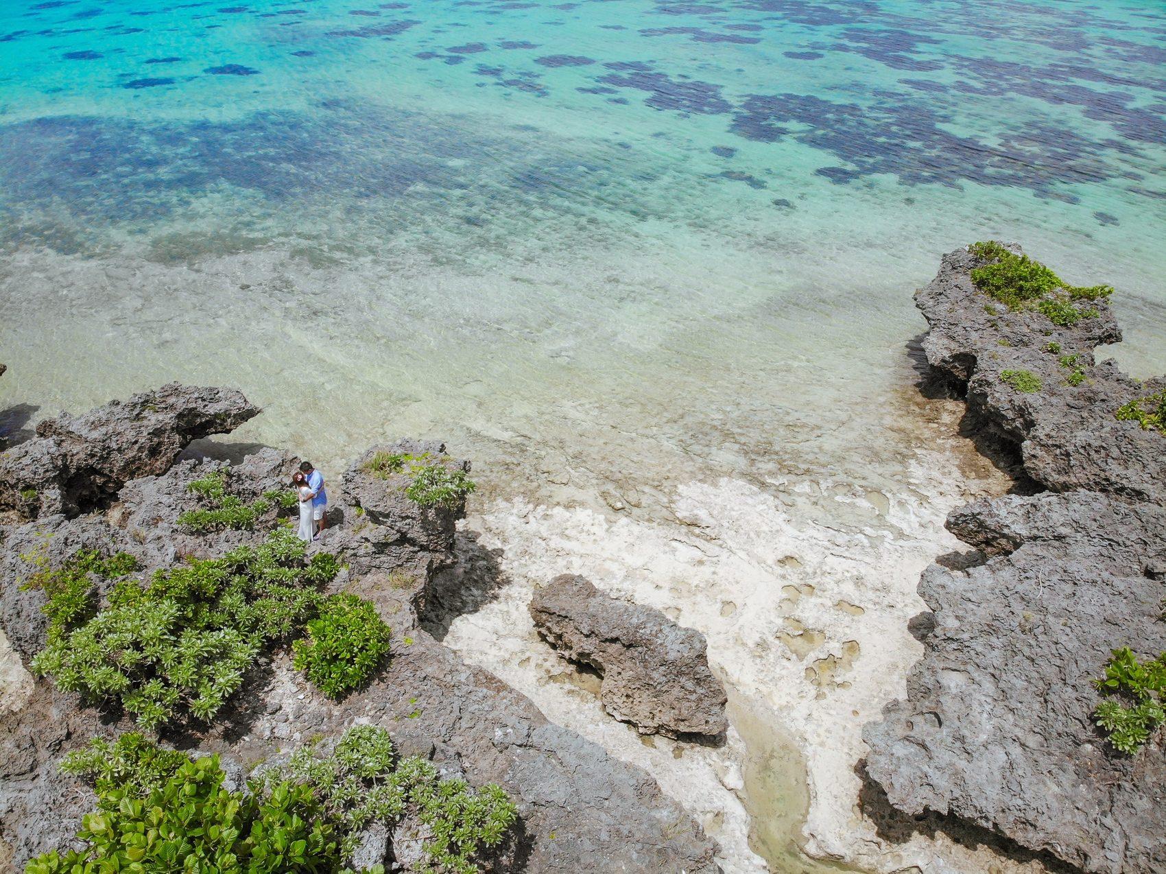 石垣島のビーチでドローン撮影