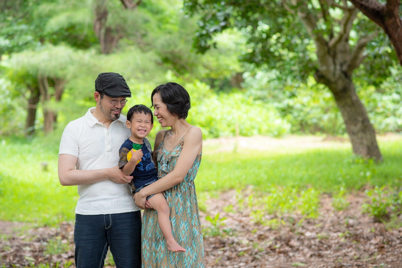 三人家族の記念写真