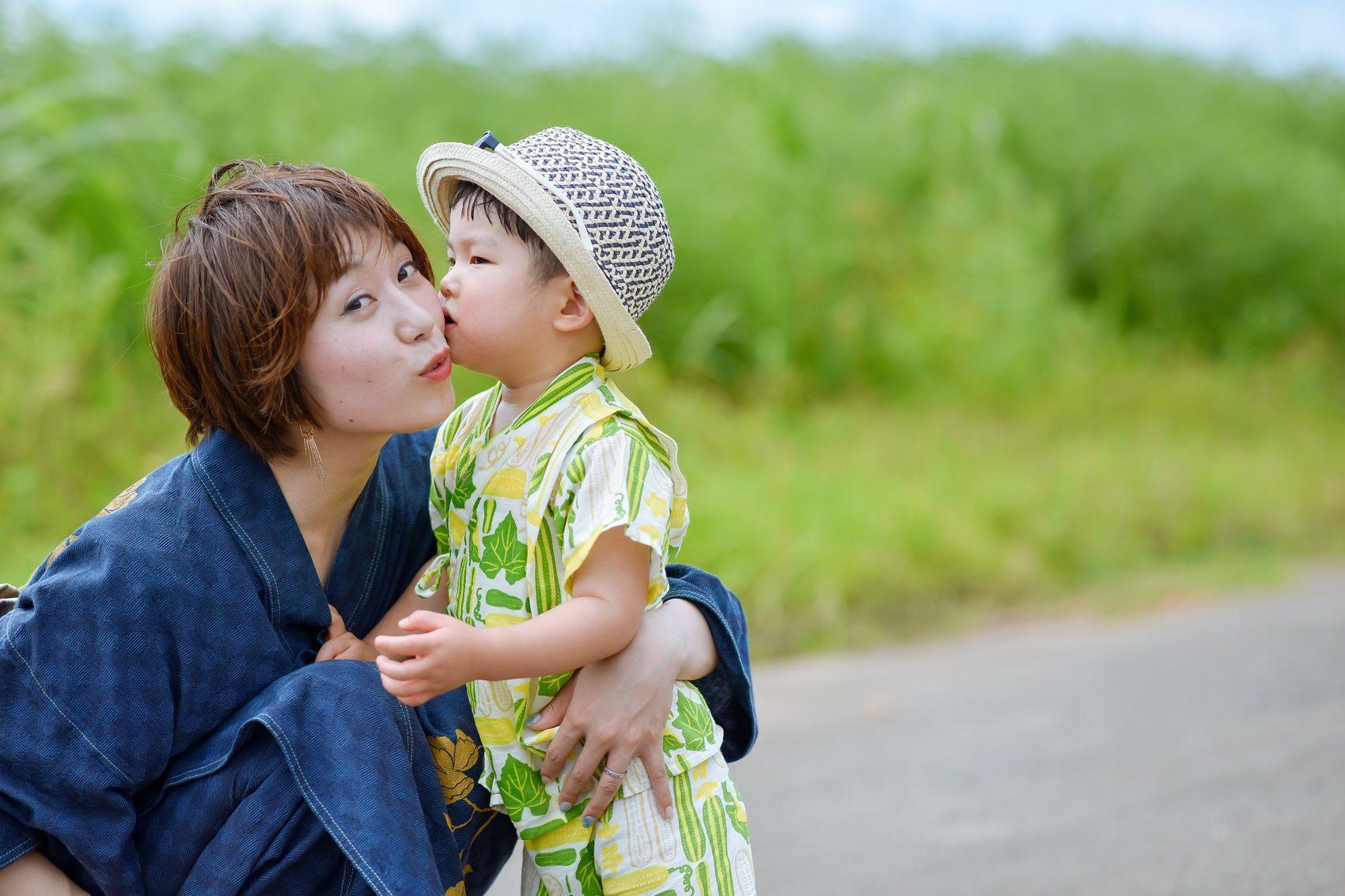 ママにキスショット