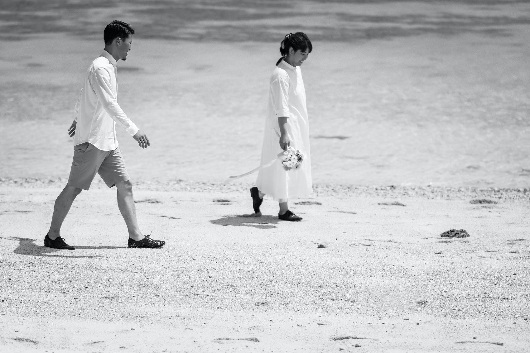 ビーチを歩いて