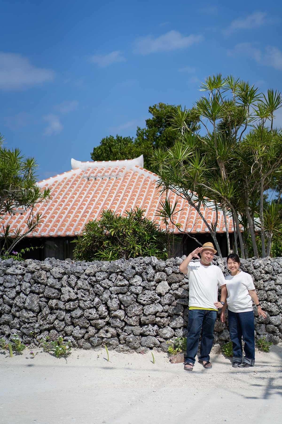 石垣と赤瓦の屋根