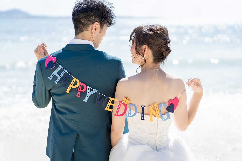 happy weddingのガーランド